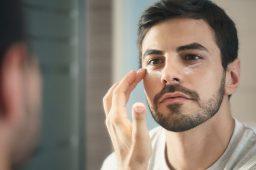 علت آکنه و جوش صورت چیست و چگونه درمان میشود؟